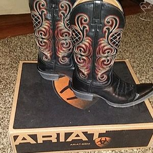 Womens size 9 Ariat boot